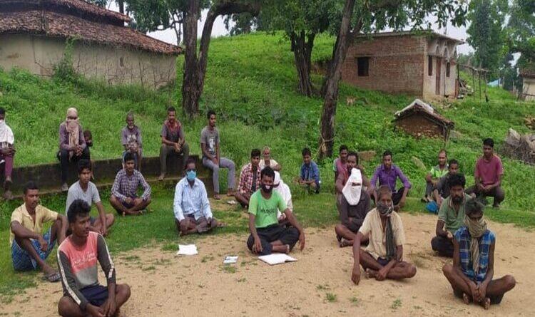 कोल ब्लॉक की नीलामी को रद्द करने के लिए ग्रामीणों ने सीएम को सौंपा ज्ञापन