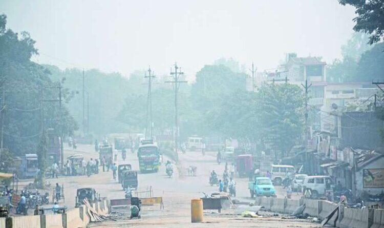 लखनऊ में लोग ले रहे हैं जहरीला धुआं, क्वालिटी इंडेक्स 400 से 500 की रेंज में