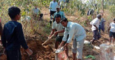 खोराहर के ग्रामीणों ने श्रमदान कर बनाया बोरीबान्ध