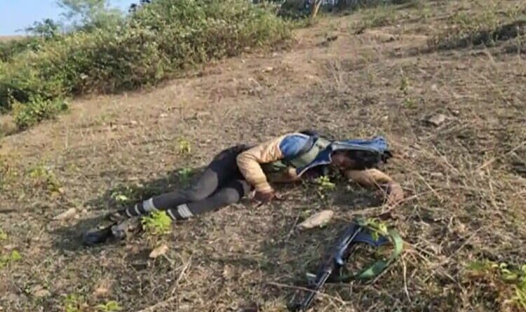 Extremist carrying 15 lakh award on his head shot dead in an encounter in Khunti