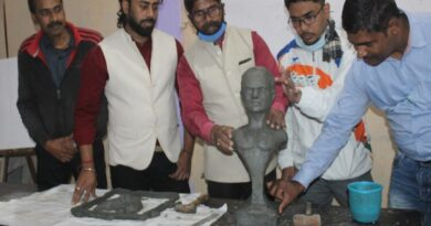 Lohra gave tips of portrait making to budding sculptures