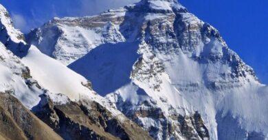 माउंट एवरेस्ट पर अप्रैल और जून 2019 के बीच दो महीने तक सफाई अभियान चलाया गया। इस अभियान के द्वारा दुनिया की सबसे चुनौतीपूर्ण पर्वत श्रृंखला से 11,000 किलोग्राम कचरा हटाया गया।