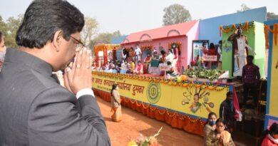 गणतंत्र दिवस के अवसर पर दुमका पहुंचे हेमंत