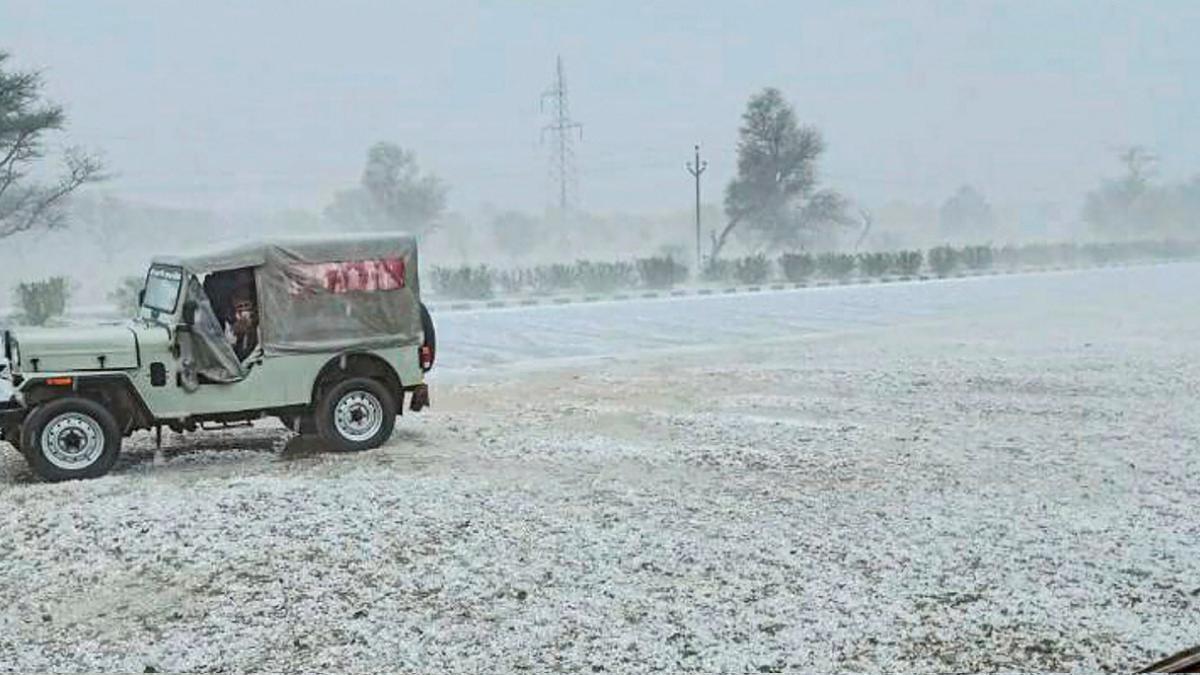 Weather Updates: फिर से बदल जाएगा मौसम का मिजाज, जानें आपके राज्य में कैसा  रहेगा आज का मौसम - Paryavaranpost