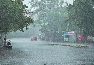 मौसम का मिजाज: देश के कई राज्यों में बारिश, दिल्ली में गर्मी से बुरा हाल!