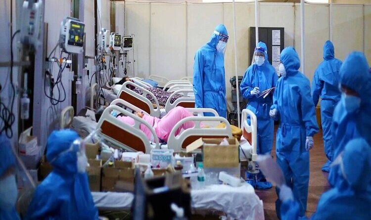 कोरोना से लोगों की जान बचाने वाले डॉक्टर भी बड़ी संख्या में संक्रमित