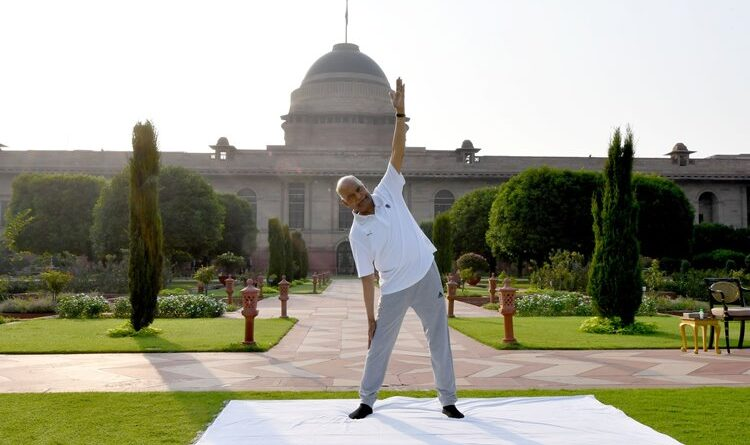 राष्ट्रपति-उपराष्ट्रपति ने घर पर योग कर मनाया अंतरराष्ट्रीय योग दिवस