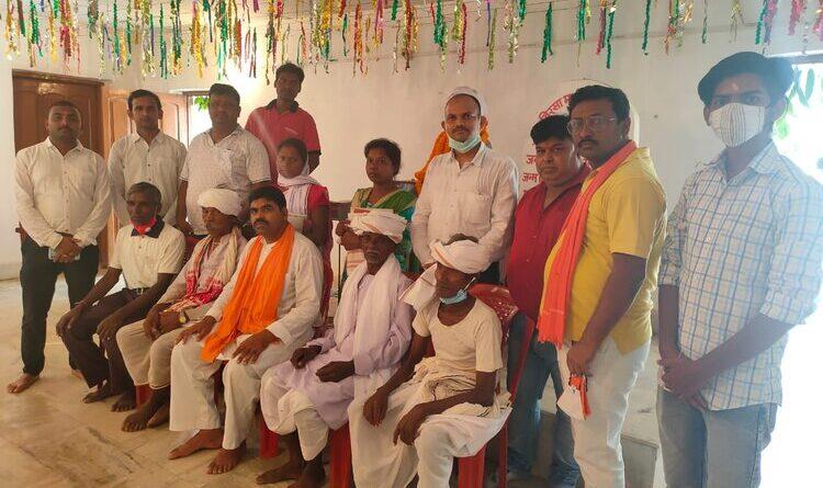 विहिप ने बिरसा मुंडा के वंशजों को किया सम्मानित