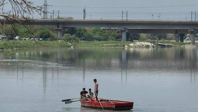दिल्ली में बाढ़ का खतरा : हथिनीकुंड बैराज से छोड़ा गया पानी, राजधानी के लिए बन सकता है आफत