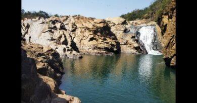 प्रकृति की अद्भुत संरचना है तोरपा का डुंगी दा झरना