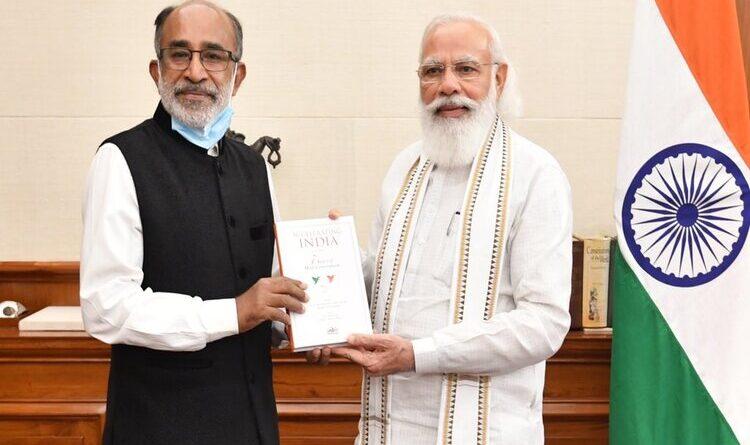 अल्फोंस ने 'एक्सेलरेटिंग इंडिया' पुस्तक की प्रति प्रधानमंत्री को भेंट की