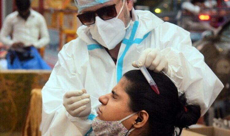 कोरोना: नए मामलों में गिरावट, 24 घंटे में 32 हजार से ज्यादा मरीज