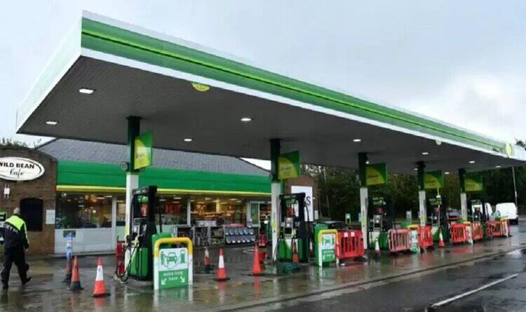 ब्रिटेन में 90 फीसदी पेट्रोल पंप बंद होने से भारी तेल संकट
