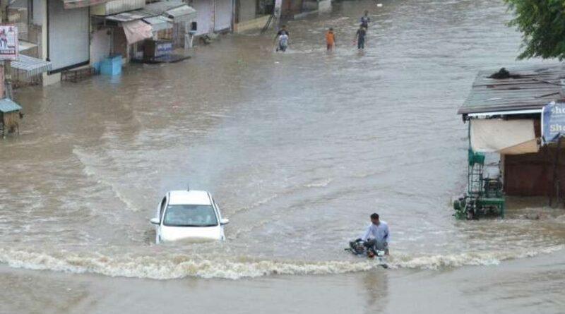 UP: बीते 24 घंटे में भारी बारिश से 42 लोगों की मौत, कृषि विभाग ने किसानों के लिए अलर्ट किया जारी