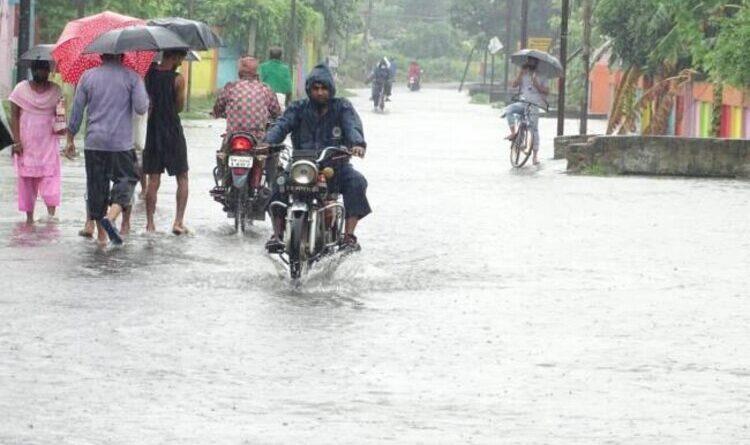 चार दिनों से हो रही बारिश से जन जीवन प्रभावित