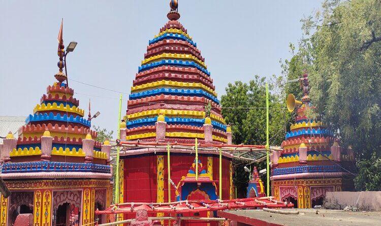 रजरप्पा मंदिर में श्रद्धालुओं ने की पूजा-अर्चना